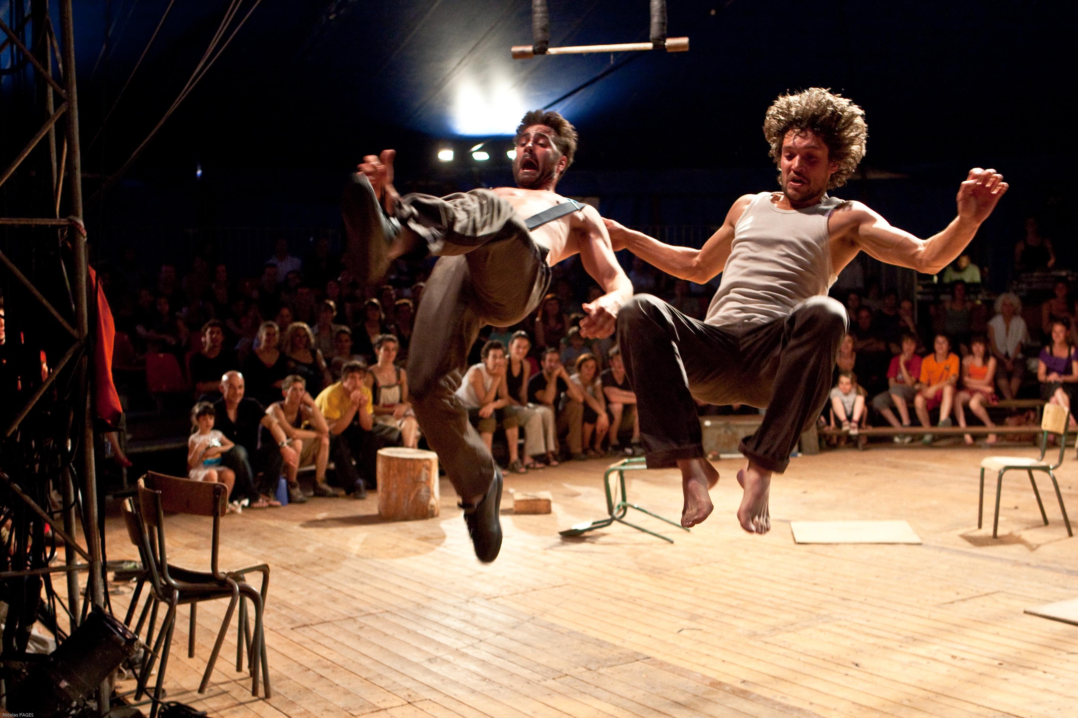 2_Cie Galapiat cirque-Risque Ze¦ürO(c)Nicolas Pages-poussie¦Çres d'images